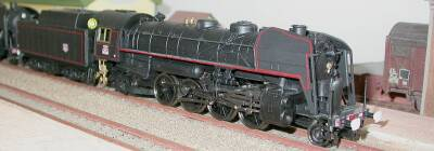 Jouef Philibert ref. 828500 steam locomotive 2-8-2 R 900 SNCF, oil tender